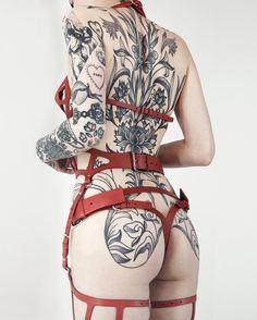 "3,634 curtidas, 64 comentários - FLEET ILYA ® (@fleetilya) no Instagram: ""Red Target Bra, Cut Out Suspender & Knickers. #redleather #blackink #floraandfauna"""