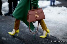 Gucci bag tor her 2017 winter street style fqshion week