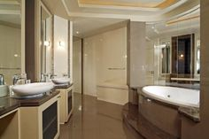What is known as en suite bathroom ideas for inspiration in hotel rooms? In principle, not a bad idea to follow example of placement of professionals
