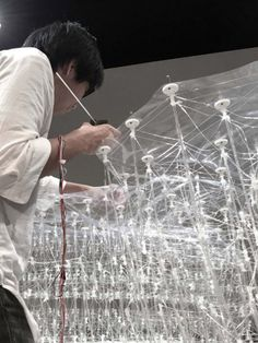 A group of students from the University of Tokyo have developed a printing pen that can create large and complex architectural structures, and achieves a high level of accuracy thanks to a digital guiding system. 3d Printing Business, 3d Printing Service, Impression 3d, 3d Printing Technology, Digital Technology, Stylo 3d, 3d Printing Machine, Instalation Art, Architectural Section