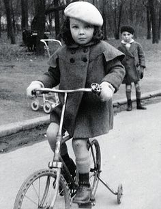 Leslie Caron aged six in the Bois de Boulogne park in Paris Golden Age Of Hollywood, Old Hollywood, Hollywood Divas, Hollywood Stars, Father Goose, Leslie Caron, An American In Paris, All Is Lost, Young Celebrities