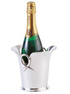 Seau à champagne original en étain de fabrication artisanale l'étain présente l'avantage de ne pas s oxyder et ne demande aucun entretien particulier http://www.accessoire-pour-le-vin.fr/boutique/cadeaux-de-100-a-200e/seau-champagne-original-en-etain/