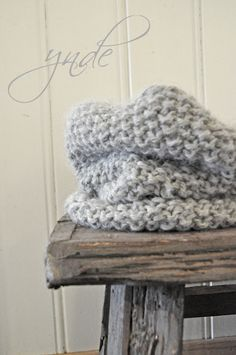 I just made this exact scarf the other day. Before I ever saw this photo! Knitting Yarn, Hand Knitting, Knitting Patterns, Crochet Patterns, Crochet Quilt, Knit Crochet, Crochet Hats, Nifty Crafts, Diy Arts And Crafts