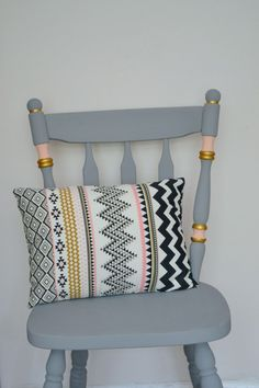Upcycling ideas: chalk paint chair makeover #ChairMakeover #PaintedChair