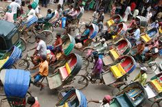 https://flic.kr/p/cYWVEY | Traffic in the streets of old Dhaka, Bangladesh. | Whatever you know about traffic jams, one city tops them all and this is Dhaka, especially during the end of Ramadan, when everybody heads home and tries to flee the city.  Follow us on Twitter or Cookiesound