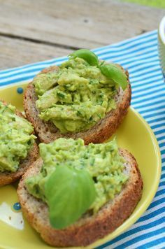 salata de avocado cu pui