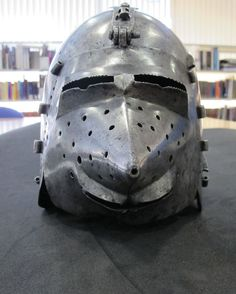 Bascinet, Royal Armouries, Leeds ref_arm_1528 Date: 1370-1400 Material: Steel (0.2% C) Heat-Treatment: Air-Cooling Skull Weight: 1.4 Kg Visor Weight: 0.45 Kg Height: 25.4 cm Visor Height: 17 cm Ear to Ear Distance: 18.5 cm Visor to Back Distance: 27 cm Thickness: 1.8-1 mm (visor down to 0.8 mm) It's probable that the visor doesn't belong to the skull. Photo courtesy of Albert Collins