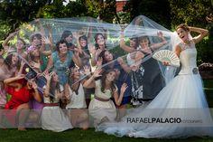Divertida y genial foto de la novia y sus amigas