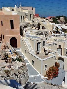 Finikia, Santorini selected by www.oiamansion.com