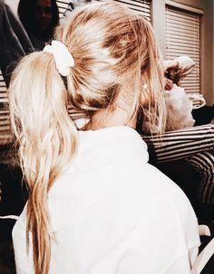 Hairstyle Ideas for Long, Short & Medium Length Blonde Pony Vsco Hair Style Cute Girly Simple Stylis My Hairstyle, Messy Hairstyles, Scrunchy Hairstyles, Hairstyle Ideas, Undone Look, Ponytail Updo, Ponytail Scrunchie, Scrunchies, Messy Short Hair