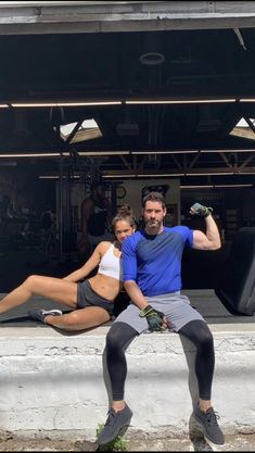 Here is a new picture of Tom with Lesley-Ann Brandt. Lucifer 3, Tom Ellis Lucifer, Lesley Ann Brandt, Lauren German, Morning Star, Lectures, Gossip Girl, New Pictures, Movies And Tv Shows