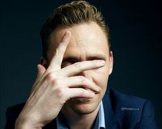 Tom Hiddleston Wallpaper 1280 x 1024 Via Torilla http://tw.weibo.com/torilla