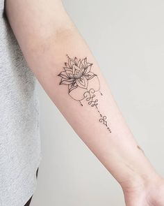 Tattoo Mama, Dna Tattoo, Tattoo Henna, Body Art Tattoos, Sleeve Tattoos, Mandala Tattoo, Cool Wrist Tattoos, Inner Forearm Tattoo, Finger Tattoos