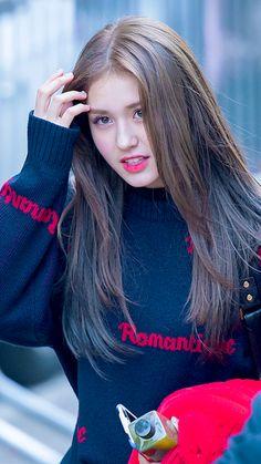Jeon Somi ( 전소미 ) Best Photos Collection - The K-Pop Chart Jeon Somi, South Korean Girls, Korean Girl Groups, Get Skinny Legs, Pop Photos, Wattpad, Famous Women, My Princess, Beautiful Asian Girls