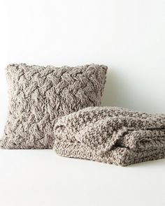 An exquisite tactile experience, this artisanal hand-knit throw and coordinating pillow cover are crafted from soft, chunky wool yarns.