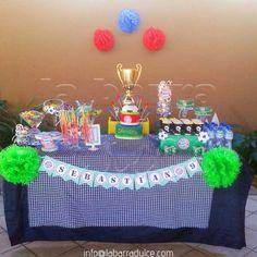 Detalles dulces para hacer aún más especial tu fiesta de fútbol! ★ Bayern Munchen  Candy Station + Cake :) Tel. ( 502 ) 5899-1413 de 10 a 19 : 30 h. Lunes a Viernes  #labarradulce #Guatemala #pastel #candystation #soccergame #soccer #ball #futbol #bayern #mesadoce #mesafutebol #germany #fiestafutbol#bayernmunchen #footballer #bundesliga #guategram #fusball #fifa #worldcup #futebol #festafutebol #soccercake #soccerparty #bayernmunich