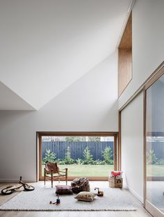 Hoddle House in Melbourne by Freedman White Living room takes advantage of natural lighting and circulation.
