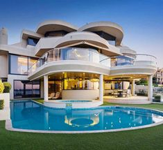 Behold this amazing Art Deco home exterior design with swimming pool! Resort living lifestyle ideas for your grand design! Dream Home Design, Modern House Design, Luxury Modern House, Dream Mansion, Contemporary Style Homes, Contemporary Design, Luxury Homes Dream Houses, Modern Mansion, Dream House Exterior