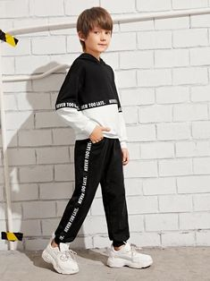 Boys Two Tone Letter Tape Hoodie & Sweatpants Set - Stylish Fashion Boys Summer Outfits, Baby Boy Outfits, Kids Outfits, Young Cute Boys, Newborn Boy Clothes, White Boys, Two Piece Outfit, Outfit Sets, Kids Boys