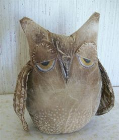 Primitive Grungy Owl Shelf Sitter.