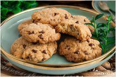 Ciastka pieguski są kruche, maślane z zatopionymi kropelkami czekoladowymi. Szybkie w przygotowaniu z dosłownie kilku składników. Biscuits, Cookies, Baking, Cake, Desserts, Food, Kitchen, Crack Crackers, Crack Crackers