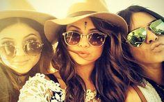 Selena Gomez apaga fotos e para de seguir as irmãs Jenner no Instagram. Cantora também parou de seguir, do nada, Taylor Swift e Justin Bieber