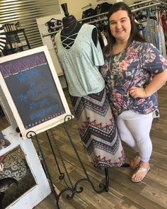 TONS of items in store for your weekend occasions! Stop and see us today until 530!!! @kelli.renea is rockin this floral knot look and looking at the same time! . . 1030-530 200 Bell Lane WM 318.884.7467 #thefleurtygingerboutique #northlouisianasplussizeheadquarters #shoplocal #shoptfgb #sweetsummertime #modelstatus #hottie @thefleurtygingerboutique