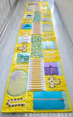 Baby-Massagematte, Sensorische Aktivität, Busy Board Babysitting Activities, Toddler Learning Activities, Sensory Activities, Infant Activities, Baby Sensory Play, Sensory Toys, Baby Play, Baby Toys, Baby Massage