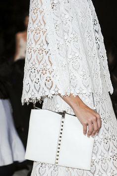 Valentino at Paris Fashion Week Spring 2013 - Details Runway Photos Couture Details, Fashion Details, White Clutch, Fashion Forecasting, Whimsical Fashion, Inspirational Celebrities, Best Handbags, Celebrity Red Carpet, White Fashion