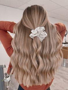 Blonde Hair Looks, Brown Blonde Hair, Summer Blonde Hair, Blonde Honey, Honey Hair, Dark Blonde, Teen Hairstyles, Pretty Hairstyles, Easy School Hairstyles