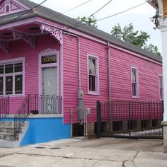 1861 - 1930: Shotgun House Skinny Houses For Small Spaces. Long and narrow, shotgun houses are made to fit small city building lots. Brightly painted shotgun house in New Orleans, Louisiana. Photo Flickr Member Karen Apricot New Orleans