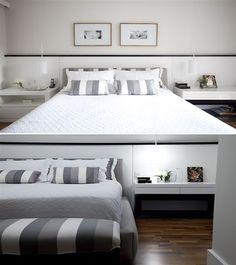 cabeceira para cama box com painel e criados- pintar uma faixa de cor diferente para dar ilusão de separação