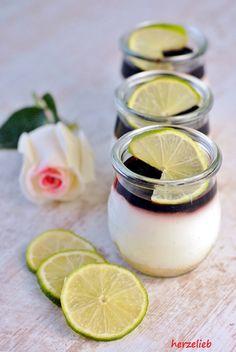 Dessert im Glas von herzelieb. Limone-Holunder-Dickmelk mit Keksboden herzelieb, der Blog aus dem hohen Norden