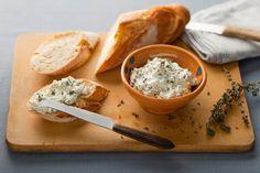 Savoureux dip au fromage frais idéal pour les buffets et les repas conviviaux. Feta, Camembert Cheese, Dairy, Appetizers, Buffets, Grilling, Figs, Philly Cream Cheese, Recipe