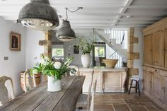 Warmhearted focused shabby chic dining room farmhouse style try this web-site Shabby Chic Dining Room, Shabby Chic Kitchen, Home Decor Kitchen, Kitchen Ideas, Cottage Living Rooms, Cottage Interiors, Farmhouse Style Kitchen, Country Kitchen, Rustic Kitchens