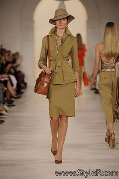 Spring 2015 Collection: Ralph Lauren takes us on a romantic, modern safari, emboldened by luminous colors played against the heritage of pure khakis. Safari Outfits, Safari Dress, Safari Chic, Ralph Lauren Brands, Ralph Lauren Style, Modern Outfits, Classic Outfits, Fashion Week 2015, Fashion Show