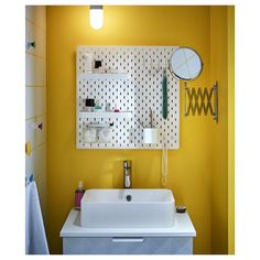 Organize and maximize space when sharing a bathroom! SKÅDIS pegboard helps to keep the sink area tidy (this couple have a shelf each and share a toothbrush mug). A mirror to the side can be pulled out and in (FRÄCK). Ikea Skadis, Algot, Personal Storage, Ikea Shelves, Ikea Pegboard, White Pegboard, Magnifying Mirror, Spice Organization, Lineup