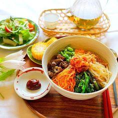 anzuさんのお料理夏のビビンパ #snapdish #foodstagram #instafood #food #homemade #cooking #japanesefood #料理 #手料理 #ごはん #おうちごはん #テーブルコーディネート #器 #お洒落 #ていねいな暮らし #暮らし #食卓 #フォトジェ #ビビンパ #丼 #どんぶり #ナムル #ヘルシー https://snapdish.co/d/8nXyOa