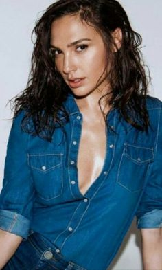 Welcome to the community dedicated to all things for Israeli actress and model Gal Gadot. Wonder Woman Film, Gal Gadot Wonder Woman, Beautiful Celebrities, Beautiful Actresses, Gorgeous Women, Gal Gardot, Actrices Hollywood, Woman Crush, Actors & Actresses