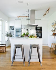 Recent kitchen with open areas and space for socializing - Comfortable home