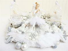 Adventskranz - Adventskranz WEISSRÖCKCHEN Shabby Romantisch Weiss - ein Designerstück von RedBanshee bei DaWanda