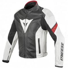 Ergonomics and lightness are essential to enjoy riding and unwind from everyday reality. Every biker knows that and this is why they look for garments that guarantee the utmost comfort without having to do without top class technical components.