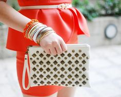 Lovely purse, red and white accesories :) great combo