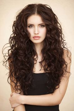 These beautiful chocolate brown hair looks will satisfy your styling cravings and glam up your daily looks. All Things Hair - From hair experts at Unilever Brown Hair Looks, Brown Curly Hair, Long Curly Hair, Wavy Hair, Ombre Hair, Beautiful Brown Hair, Natural Brown Hair, Blonde Hair, Short Wavy