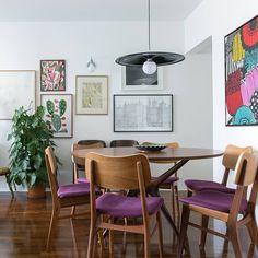 """Polubienia: 2,379, komentarze: 19 – Histórias de Casa (@historiasdecasa) na Instagramie: """"a coleção de quadros da @belandradelima foi essencial para deixar a decoração desse apartamento…"""""""