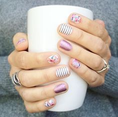 """If you're unfamiliar with nail trends and you hear the words """"coffin nails,"""" what comes to mind? It's not nails with coffins drawn on them. It's long nails with a square tip, and the look has. Fancy Nails, Love Nails, Diy Nails, Pretty Nails, Nagellack Design, Nagellack Trends, Spring Nail Art, Spring Nails, Summer Nails"""