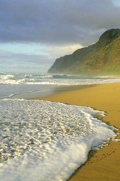 ✯ Polihale Beach, Hawaii been here . My favorite beach . Oh The Places You'll Go, Places To Travel, Places To Visit, Dream Vacations, Vacation Spots, Destinations, Relaxing Places, Hawaii Travel, Kauai Hawaii