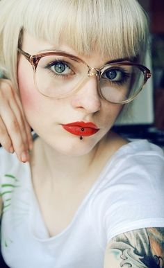 Ideas piercing labret ashley - Tattoos and Piercings - Fake Piercing, Ashley Piercing, Vertical Labret Piercing, Medusa Piercing, Body Piercing, Big Glasses Frames, Cute Glasses, New Glasses, Girls With Glasses