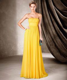 Pronovias Kokteyl Elbisesi koleksiyonundan CLAIRE, bürümcükten yapılmış, göz alıcı, şık, kloş etekli bir parça.