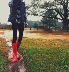 10 Cute Red Rain Boot Outfits